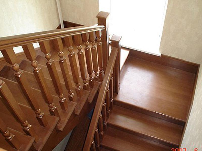Лестница деревянная на металлическом каркасе своими руками