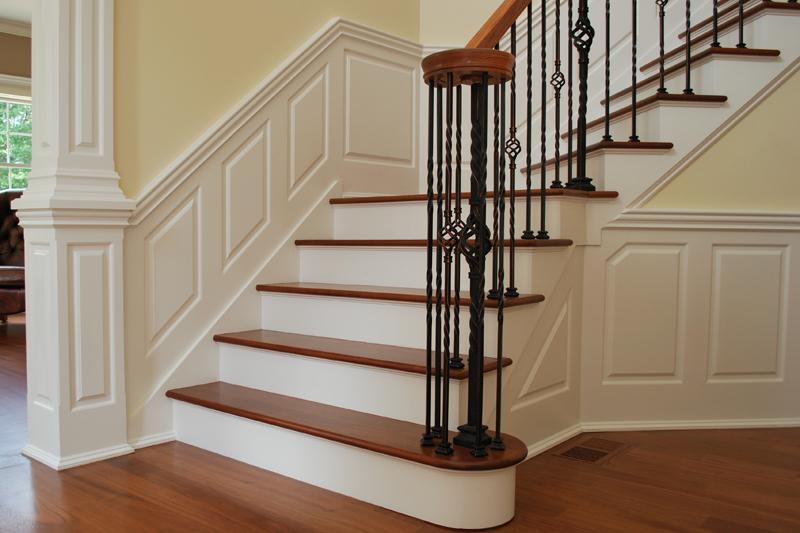 Staircase_Raised_Panel_Wainscoting